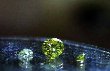 钻石也卖不动了!全球最大钻石商年初销售额大跌25%