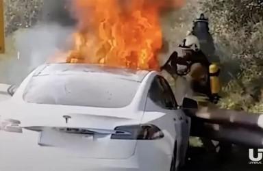 特斯拉Model 3短时间两次爆炸起火 自动驾驶惹祸?