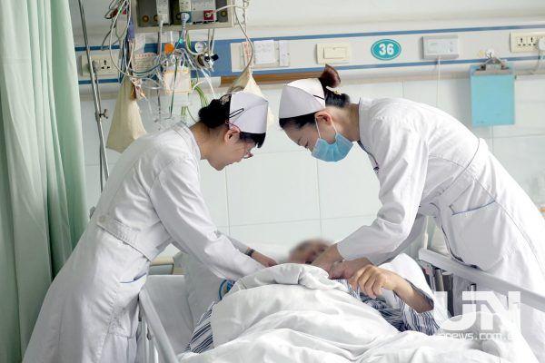"""输液一次比医院贵7倍""""共享护士""""是门好生意吗?"""