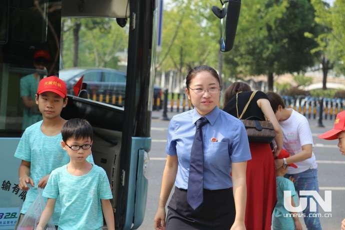 """义乌飞来""""小候鸟"""":强化法治意识、感受城市关怀"""