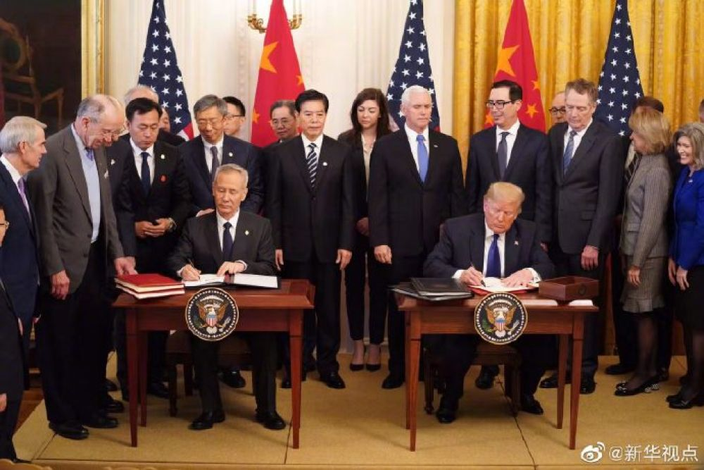 刘鹤同特朗普正式签署中美第一阶段经贸协议